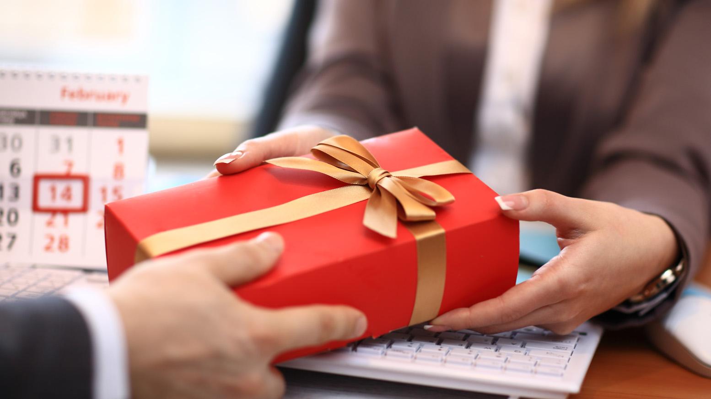 Этикет дарения подарков И так, что дарить, когда дарить и кому дарить? 76