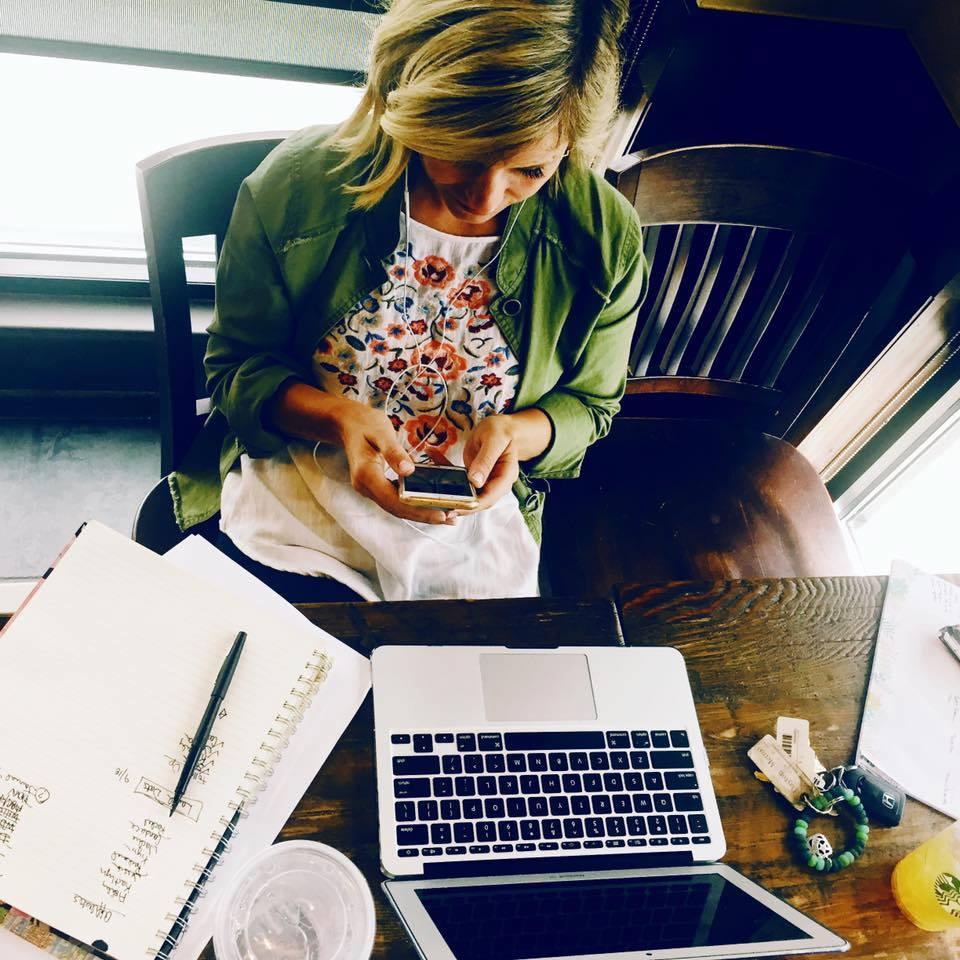 Grit-and-Grace-Digital-Marketing-Roaming-Multitasking