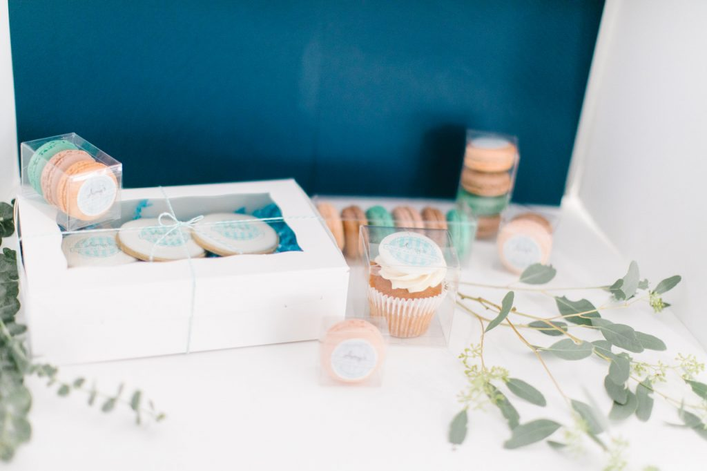 Custom labels on cupcake and macaron packaging