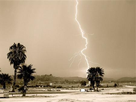 Photos of Lightning - Lightning in Lake Elsinore