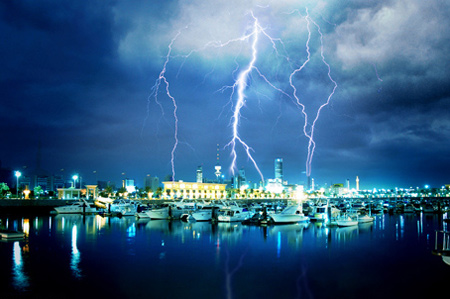 Photos of Lightning - Shine in the Darkness