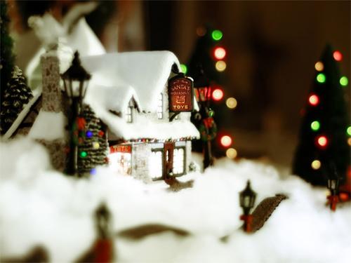 Free Christmas Desktop Wallpaper - Snow is Everywhere