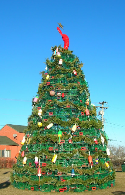 Lobster box christmas tree via You The Designer