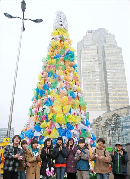 Plastic christmas tree via You The Designer
