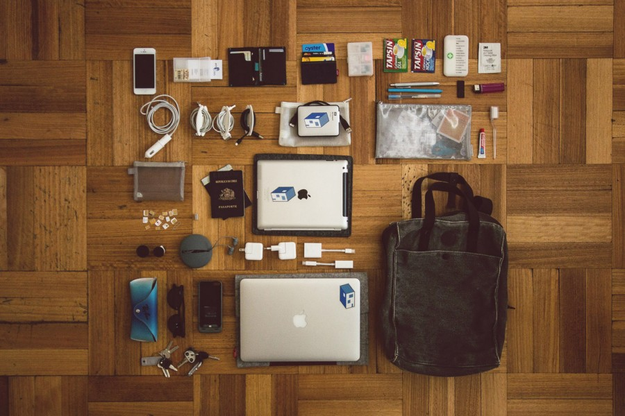 ESSENTIALS - David Basulto