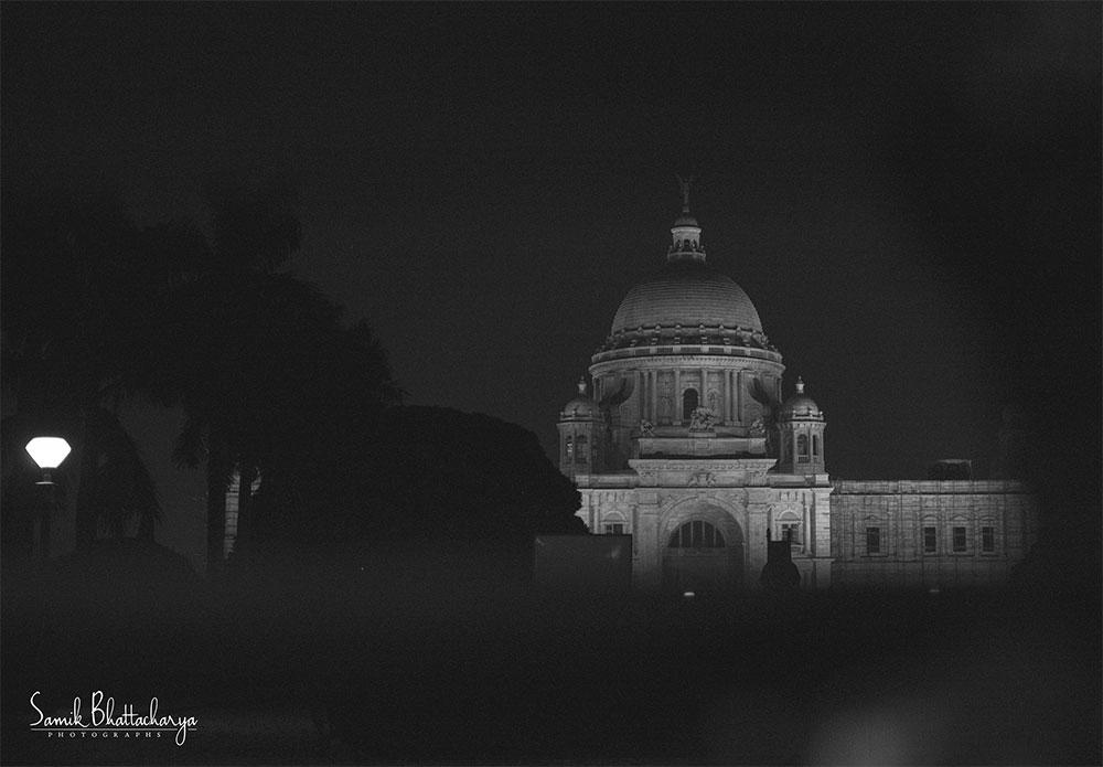 The-Majestic-of-Calcutta-by-Samik-Bhattacharya