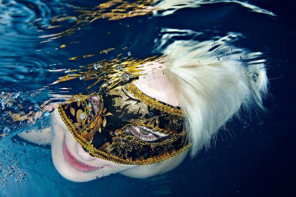 Unterwasser-Portraitfotografie-Shooting-Karnevalsmaske