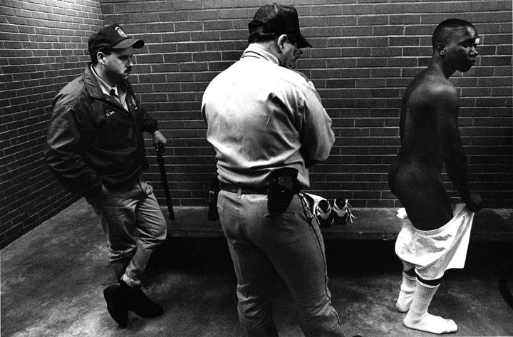 Featured-Photographer-Texas-Death-Row-Strip-Seacrh-KenLight