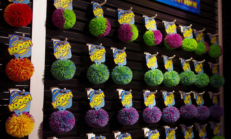 800px-Koosh_Ball_Wall