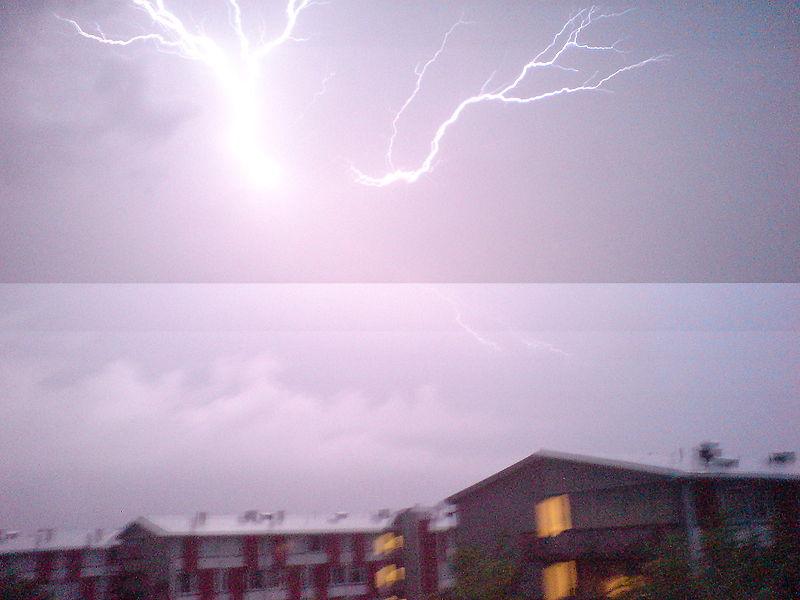 800px-Lightning_rolling_shutter
