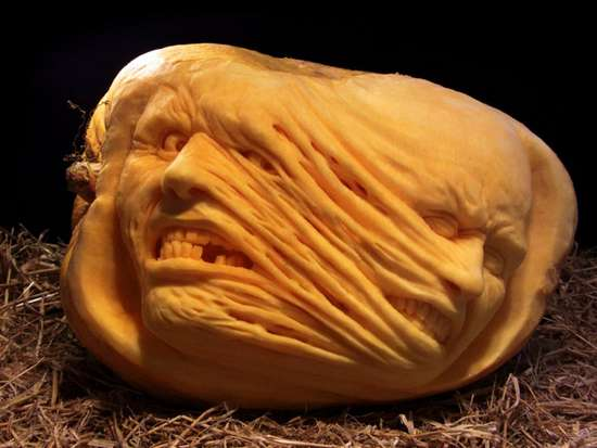 Bizarre-and-Scary-Faces-Made-With-Pumpkins-05